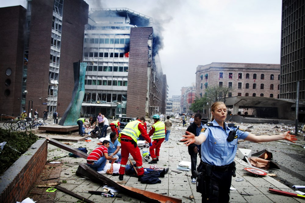 Chaos in the governmental district of Oslo only minutes after the bomb explosion of July 22 2011