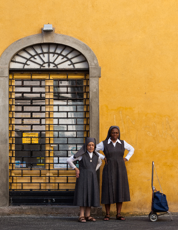 Nuns-in-Lucca-Italy