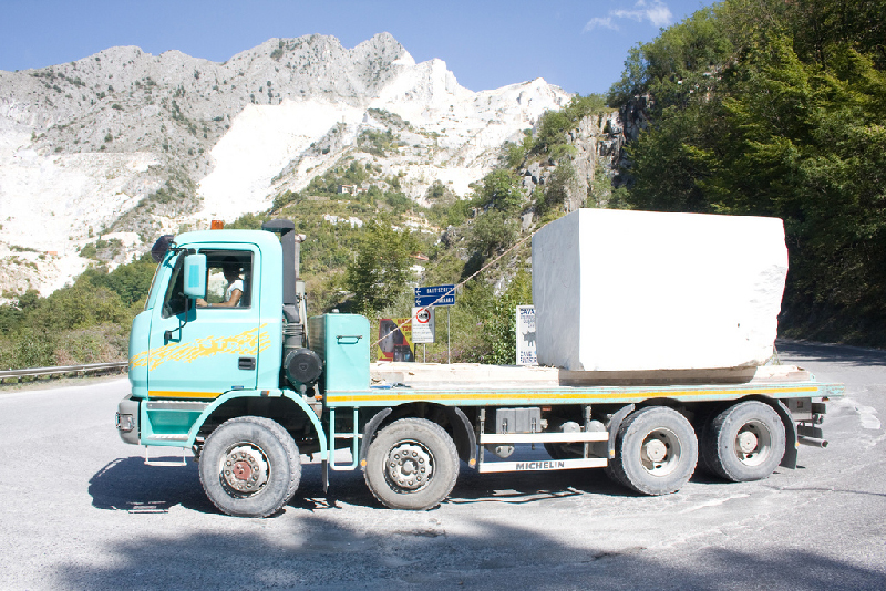 Truck-transporting-marble-in-Carrara-Italy