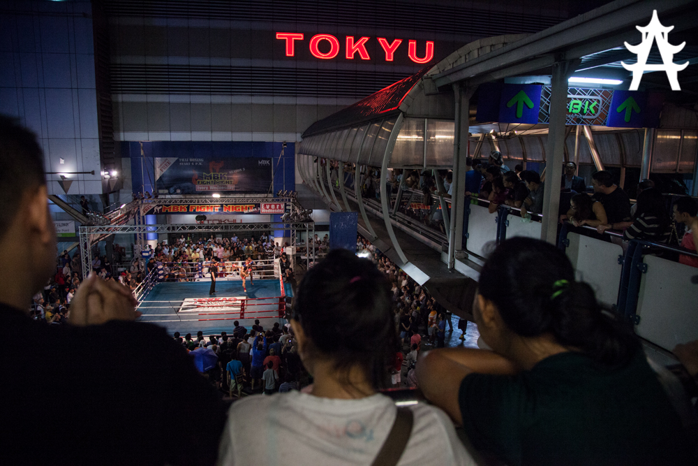 Live Thai Boxing at MBK-Fight-Night-in-Bangkok-05.06.2013
