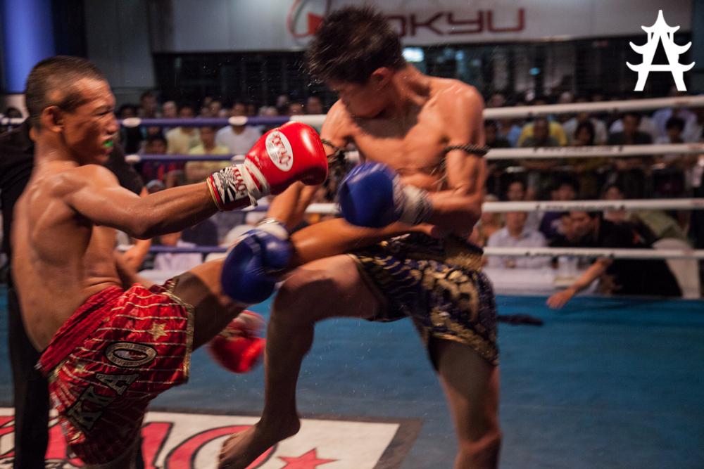 Live Thai Boxing at MBK-Fight-Night-in-Bangkok-05.06.2013